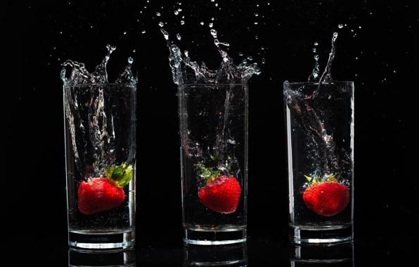 Клубника в стаканах